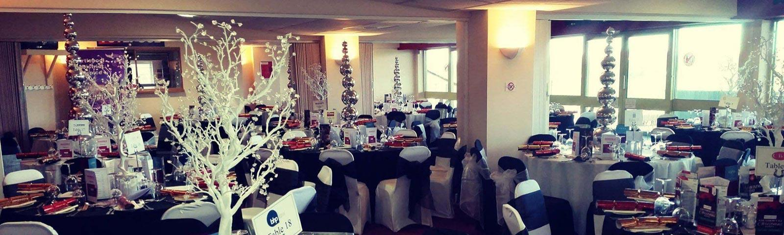 A dining room decorated in a Christmas theme.